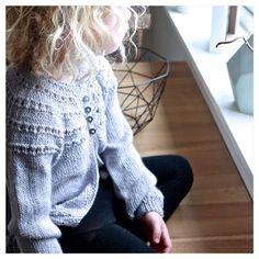 New in! Tester ny jakke i dag! #egetdesign#silkealpakka#høststrikk#vifåraldrinokjakker