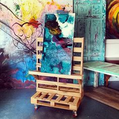 Artist Pallet Easel - DIY Ideas 4 Home...Looks like two pallets + a slat or two from a third pallet + casters