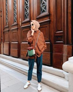 Fashion Inspo Outfits Minimal ChicThis scarf is central to the part from the attire of ladies using hijab. Hijab Casual, Simple Hijab, Hijab Chic, Ootd Hijab, Hijab Fashion Casual, Street Hijab Fashion, Muslim Fashion, Modest Fashion, Fashion Outfits