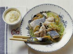 Karpfen in Gemüsebrühe mit kaltem Meerrettich ist ein Rezept mit frischen Zutaten aus der Kategorie Fisch. Probieren Sie dieses und weitere Rezepte von EAT SMARTER!