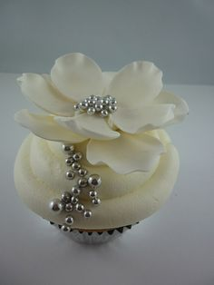 I wouldn't want to eat it, it's beautiful. Fantasy flower cupcake.