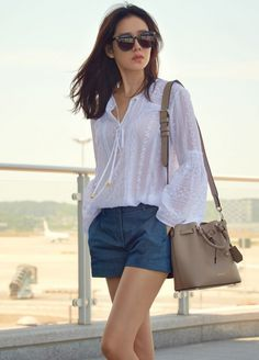 It is a fashion that feminine charm blooms. Actress Son Ye-jin directed the fashion of the airport, which is refined with blouses and shorts pants and feminine beauty. On June Son Ye-jin departed to Antibes, France, through Incheon Airport, a magazine Korean Fashion Trends, Asian Fashion, Asian Woman, Asian Girl, Casual Outfits, Fashion Outfits, Kpop Fashion, Fashion Beauty, Hyun Bin