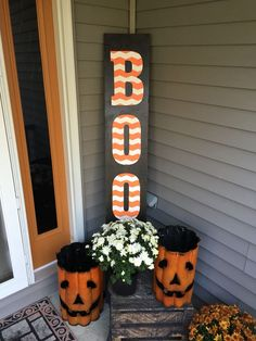 Halloween Front Porch Decorations 2017 - - It's time to celebrate the Holidays. The odds are that you also love decorating your house inside and out. Halloween is a big part of American culture, and definitely a fun time that several …. Diy Halloween Party, Halloween Porch Decorations, Outdoor Halloween, Halloween Boo, Holidays Halloween, Halloween Crafts, Holiday Crafts, Happy Halloween, Halloween Ideas