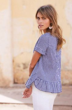 Fashion Over 50, Girl Fashion, Fashion Dresses, Gingham Shirt Outfit, French Girl Style, Summer Blouses, Vintage Style Outfits, Everyday Fashion, What To Wear