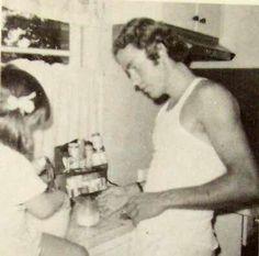 "Ted Bundy with fiancé Liz ""Kendall"" Kloepfer's daughter Ted Bundy, Salvatore Ferragamo, Charles Manson, Watch Cartoons, Criminology, Serial Killers, True Crime, Mug Shots, Crime"