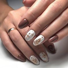 Looking for easy nail art ideas for short nails? Look no further here are are quick and easy nail art ideas for short nails. Cute Christmas Nails, Christmas Nail Art Designs, Xmas Nails, Winter Nail Designs, Holiday Nails, Halloween Nails, Fun Nails, Christmas Glitter, Christmas Design