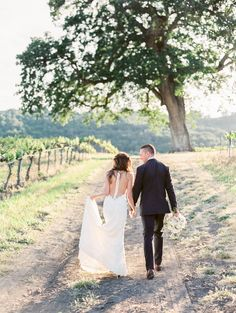Photography : Rachel Solomon Photography Read More on SMP: http://www.stylemepretty.com/2016/07/13/the-groom-built-his-bride-the-sweetest-wedding-day-surprise/