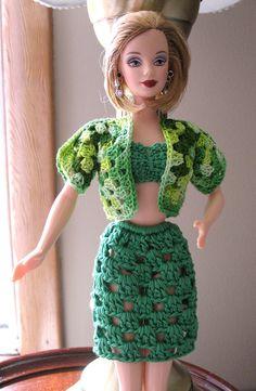 Barbie granny shrug and granny skirt Sewing Barbie Clothes, Barbie Clothes Patterns, Clothing Patterns, Crochet Doll Dress, Crochet Doll Clothes, Crochet Costumes, Barbie Dress, Barbie Doll, Mannequin
