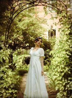 I love these woodland fairy/nature goddess type of wedding dresses