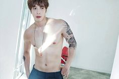 CNBLUE's Yonghwa shows | confidence in his newfound body http://www.allkpop.com/article/2015/09/cnblues-yonghwa-shows-confidence-in-his-newfound-body