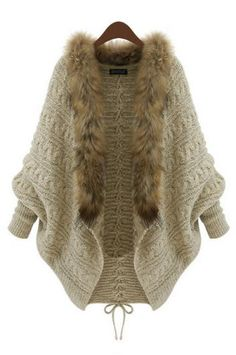 Loose casual long-sleeved sweater.