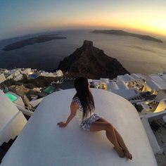 It feels like staying on the top of the world! #travel #santorini #santorini2016 #sophiasuites #sophialuxurysuites