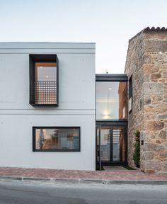 Concrete extension by Filipe Pina + Maria Inês Costa