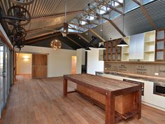 Sutton Constructions Shearing shed house at Turumbarry Quonset Hut Homes, Shed Interior, Interior Design, Barn Living, Shed Homes, Metal Homes, New Home Designs, Building A House, Architecture Design