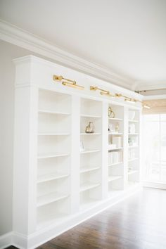 15 ways to customize your IKEA bookshelvesIKEA Bookshelf Hacks are a game changer! If you love fixtures but are afraid of the price, check out these bespoke IKEA parts. You believe how amazing a Home, Bookshelves Built In, Ikea Bookshelf Hack, Living With Landyn, Ikea, Ikea Bookshelves, Home Office Design, Ikea Bookcase, Ikea Built In