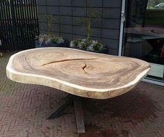 Vandaag deze mooie ovale #suar #boomstamtafel geleverd bij de #brugwachter in #apeldoorn Ovale #tafel van 130x200cm met een rustiek metalen x poot! #puurnatuur #veluwe #woodslabtable
