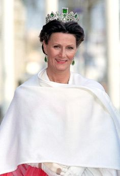 Queen Sonja Of Norway Attends A Performance Of The Dramatic Theatre, During The Celebration For King Carl Gustav Of Sweden'S Birthday. Get premium, high resolution news photos at Getty Images Royal Crowns, Royal Tiaras, Tiaras And Crowns, Royal Princess, Prince And Princess, Adele, Norwegian Royalty, Royal Dresses, Danish Royals