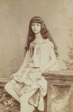 ANTIQUE-ROYALS — A young french actress Cleo de Merode