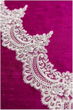 Border Embroidery Designs, Embroidery Patterns, Embroidery Stitches, Tambour Embroidery, Hand Embroidery, Couture Embroidery, Swatch, Linens And Lace, Thread Work