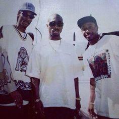 Snoop Pac and Mc Hammer #gangstarap #rap #hiphop #legends #westcoast #westside #rapper #oakland #longbeach #losangeles #la #snoopdogg #snoopdoggydogg #tupac #2pac #mchammer #oldschoolrap #oldschool by oldschool_rap_page