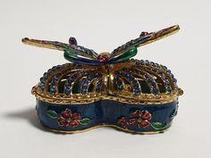Surgery Gift, Egg Styles, Beautiful Decoration, Swarovski Stones, Stone Rings, Trinket Boxes, Jewelry Box, Rabbit Cake, Butterfly