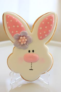 Delicious Easter Bunny Cookies Recipe With Icing - Delicious Easter Bunny Cookies Recipe With Icing Get Your Cookie Cutters And Pastry At The Ready Because Youre Bout To Learn How To Make The Easiest Most Delicious Easter Bunny Cookies Of All Fancy Cookies, Iced Cookies, Cute Cookies, Holiday Cookies, Cupcake Cookies, Frosted Sugar Cookies, Fondant Cookies, Easter Bunny Cookies Recipe, Easter Cupcakes