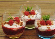 Met slechts een paar ingrediënten tover je dit prachtige romig dessert met frambozen en rabarber op tafel. Een toetje mag je het niet noemen....