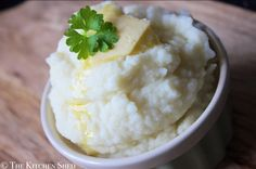 Clean Eating Cauliflower Mash - The Kitchen Shed Cauliflower Curry, Mashed Cauliflower, Vegetarian Paleo, Paleo Diet, Nutritional Yeast, Low Carb Diet, Fresh Herbs, Dairy Free, Clean Eating