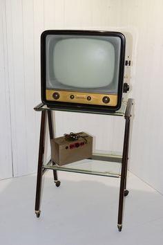 Televisione Telefunken anni 50, avevamo anche lo stesso mobile e lo stabilizzatore.