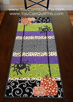 halloween quilted table runner Would be fun to have runners for lots of holidays! Table Runner And Placemats, Table Runner Pattern, Quilted Table Runners, Halloween Quilts, Halloween Crafts, Happy Halloween, Trendy Halloween, Halloween Placemats, Halloween Sewing Projects