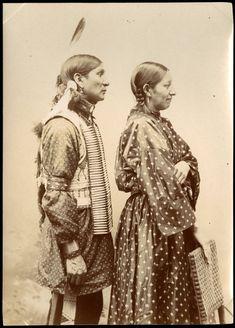 Sioux couple, Buffalo Bills Wild west members date 1899 Native American Baby, Native American Proverb, Native American Images, Native American Symbols, Native American History, American Indians, American Art, Shabby Look, Buffalo Bills