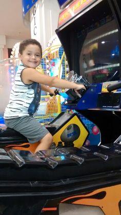 Felipe pilotando