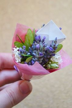 Diy Miniature Bouquets  •  Free tutorial with pictures on how to make a bouquet in under 30 minutes