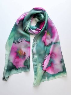 Artículos similares a Hand Painted Silk Scarf with pink poppies on a colored background-Shades of green and emerald-hand painted scarves en Etsy Painted Silk, Hand Painted, Pink Poppies, Fabric Painting, Scarfs, Tie Dye, Printing, Etsy, Color
