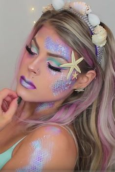 Additionally, another type of dress that can be selected for a Halloween party is mermaid costume for adults. Mermaid Costume Makeup, Makeup Clown, Diy Makeup, Beauty Makeup, Makeup Ideas, Mermaid Costumes, Makeup Tutorials, Mermaid Makeup Looks, Adult Mermaid Costume