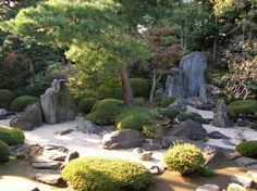 """""""Kare Sansui"""", a typical pattern of the Japanese Garden, indicating Ocean and Islands with stones. LOVE LOVE THIS!"""