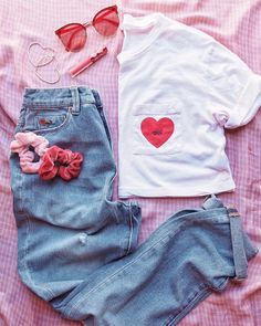 """187 Likes, 2 Comments - Urban Outfitters Miami (@uomiami) on Instagram: """"V-Day outfit, check.❤️#UOonYou #UODenim"""""""