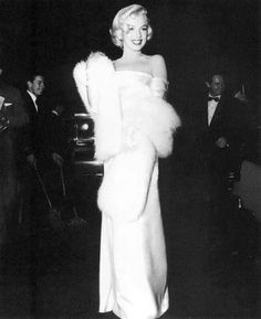 Marilyn Monroe - March 1953 - at the premiere for Call Me Madam Jane Russell, Marilyn Monroe Fotos, Marylin Monroe, Howard Hughes, Joe Dimaggio, Gentlemen Prefer Blondes, Jean Harlow, Hollywood Glamour, Old Hollywood
