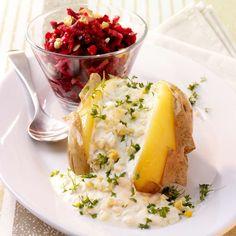 Pečená brambora s vajíčky a řepným salátem Camembert Cheese, Potato Salad, Dips, Cookies, Ethnic Recipes, Trends, Yogurt, Brunch Finger Foods, Raclette Ideas