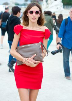 Alexa Chung has lovely legs, but she is showing them too much. I can almost sport her macaron. I mean, love the design of the dress, but it is really short.
