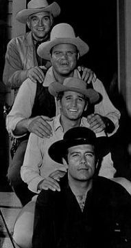 I want to watch bonanza episodes; love this old tv show for suure Old Western Actors, Western Movies, Bonanza Tv Show, Pernell Roberts, Michael Landon, Tv Westerns, Star Show, Old Tv Shows, Por Tv