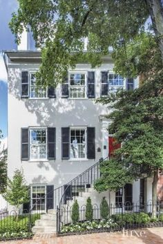 An 18th-century Georgetown town house's elegant facade |