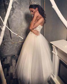 #bridal #bride #bridetobe #amazingdress #weddingdress #amazingbride #hair #wedding2k18 Nice Dresses, Formal Dresses, Wedding Dresses, Bride, Hair, Fashion, Dresses For Formal, Bride Dresses, Wedding Bride