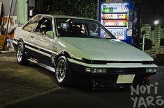 Youchi Hangai's AE86 Coupe  Via~http://noriyaro.com/2008/12/feature-youchi-hangais-ae86-trueno/