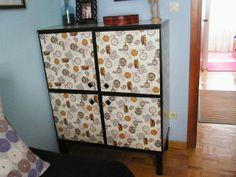Un mueble sin nombre transformado con papel de regalo | Piratas de Ikea