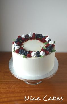 Simple buttercream cake by Nice Cakes