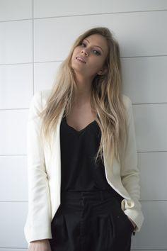 Outfit: Út á lífið – BELLE | Allt milli himins og jarðar #fashion #style #outfit #ootd #clothes #blazer #white Fashion Beauty, Lifestyle, Blog, Outfits, Dresses, Clothes, Vestidos, Suits, Blogging