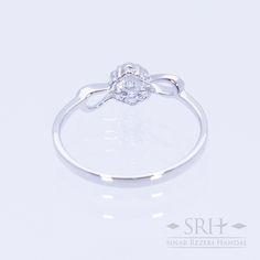 28332 18Karat White Gold Weight 1.22gr Ring Size 13.00 0.113 Total Carat = 6 Rounds Diamond 0.033 Total Carat = 1 Rounds Diamond