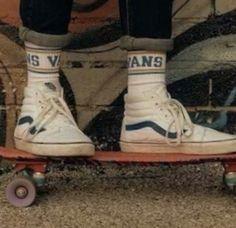 Vans shoes thru the years Cali skate 80s Aesthetic, Aesthetic Vintage, Aesthetic Photo, Aesthetic Pictures, Vintage Vibes, Mode Vintage, Retro Vintage, Riot Grrrl, Look Skater