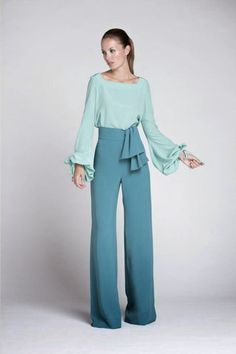 Silhouette and style, not so much the colors Fashion Mode, Look Fashion, Fashion Outfits, Womens Fashion, Mode Hijab, Wide Leg Jeans, Pants Outfit, Dress To Impress, Ideias Fashion